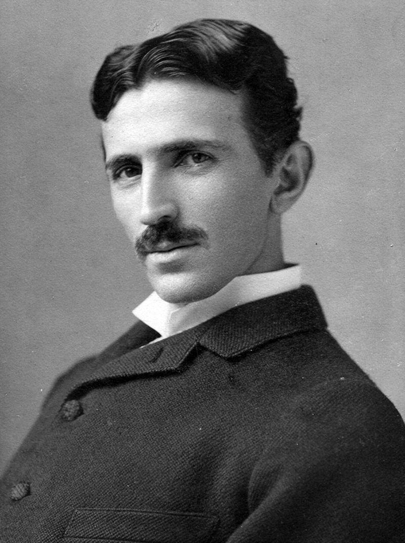 Nikola Tesla foto de Napoleon Sarony sursa Wikipedia