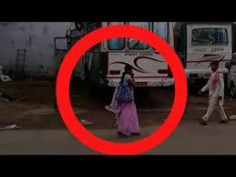 Fantoma urmăreşte o femei