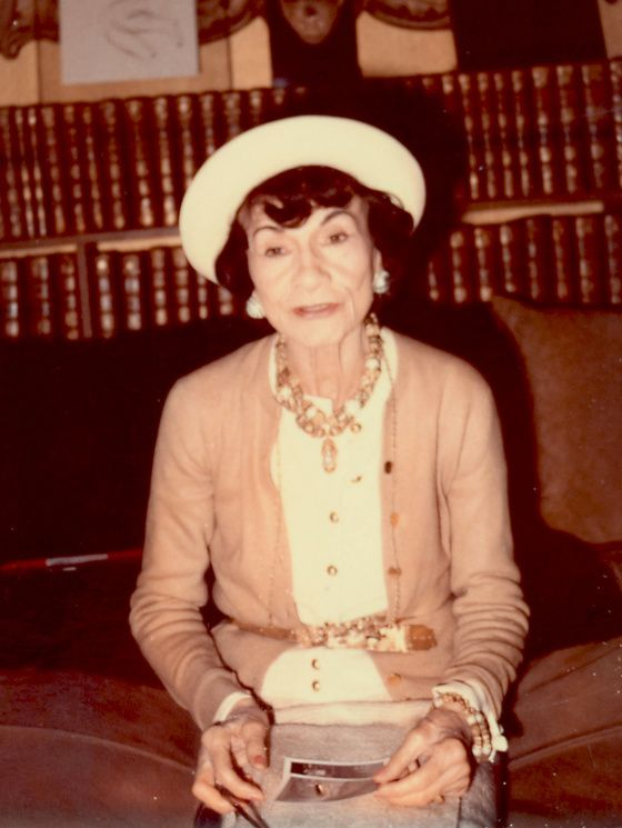 Coco Chanel in 1970. Foto de Marion Pike, sursa Wikipedia.