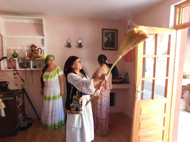 vrajitoarea Bratara in ritual 4y