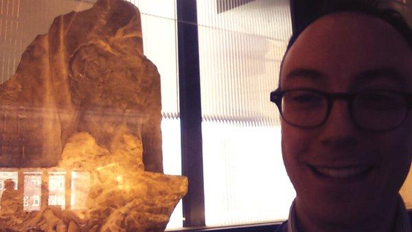 O statuie egipteană de la muzeul din Manchester se mişcă