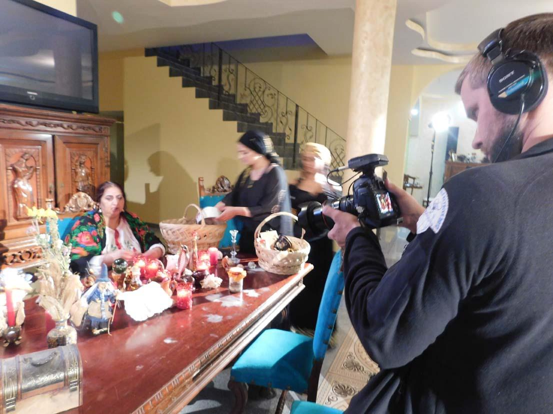 Celebra vrăjitoare de magie neagră Venus a filmat cu jurnaliștii ruși de la TVC Moscova