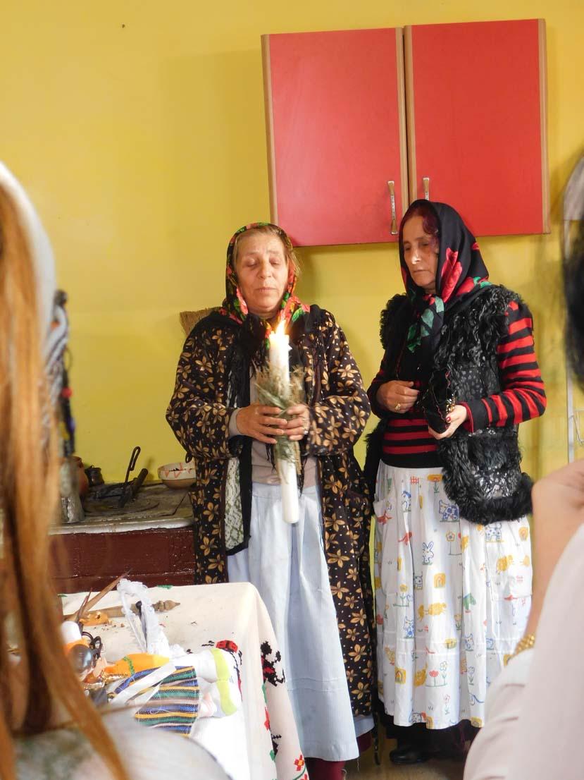 Vrăjitoarele Elena Minodora și Brățara au făcut spectacol la ritualul de zi filmat cu jurnaliștii de la TVC Moscova