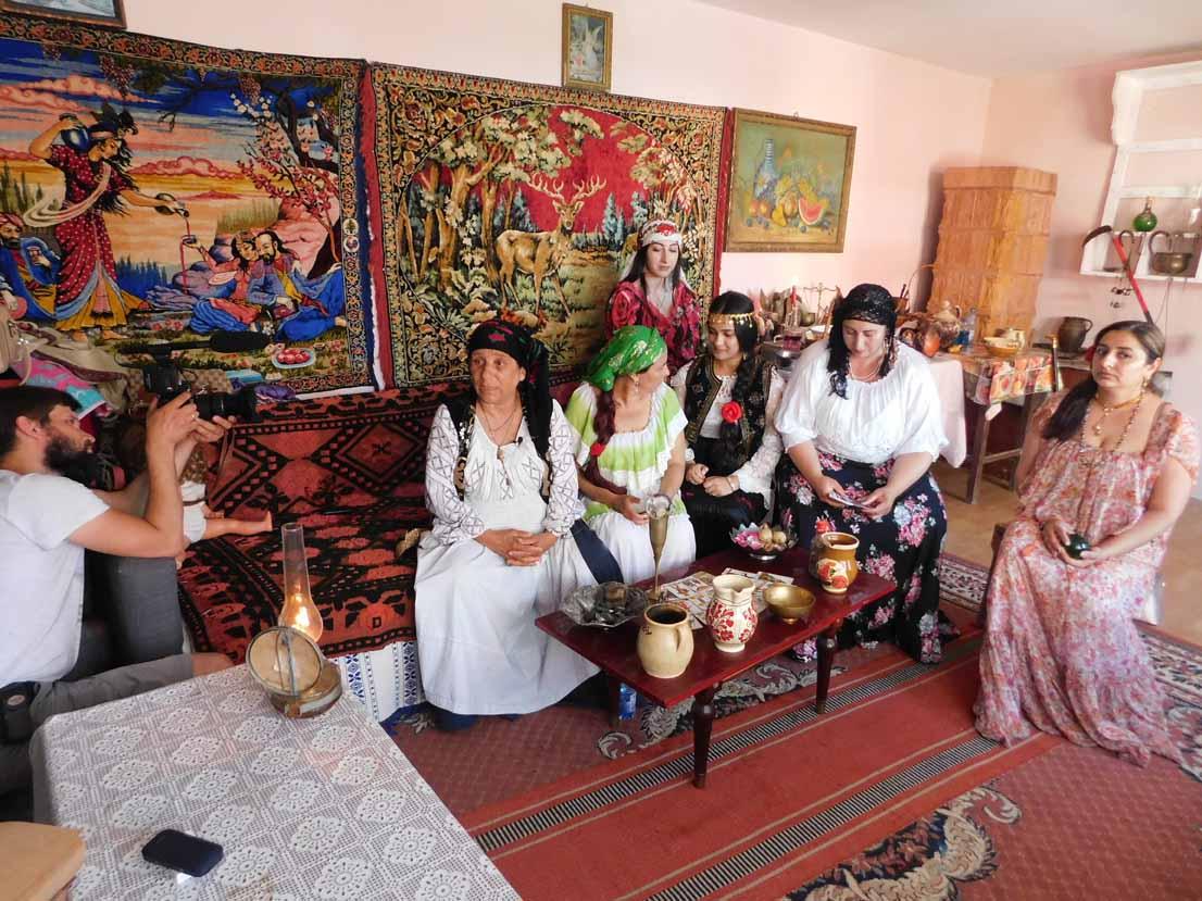 Vrăjitoarea Brățara a susținut un ritual de zi și a dat interviu pentru tv Moscova