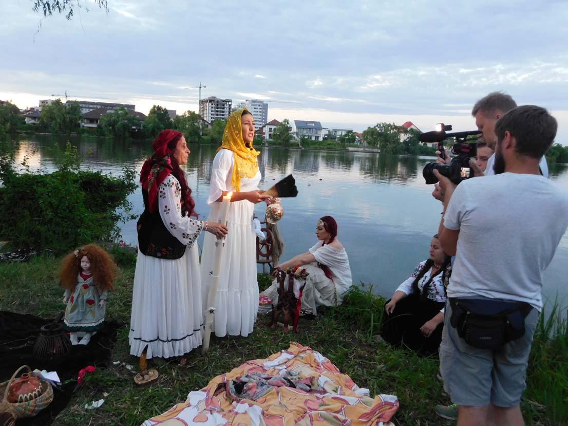Mulţumiri pentru vrăjitoarea Elena Minodora primite din Italia și Africa de Sud