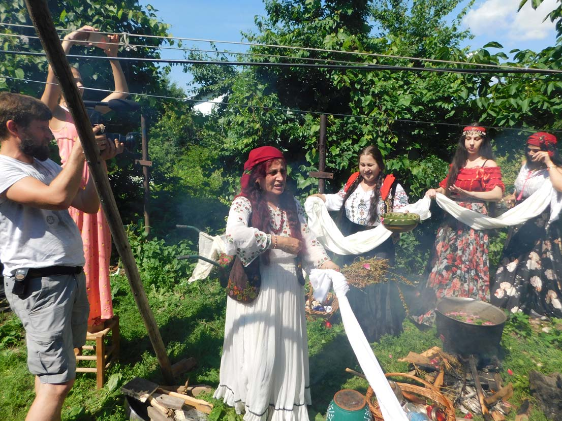 Mulţumiri din Italia și Belgia pentru faimoasa vrăjitoare Elena Minodora